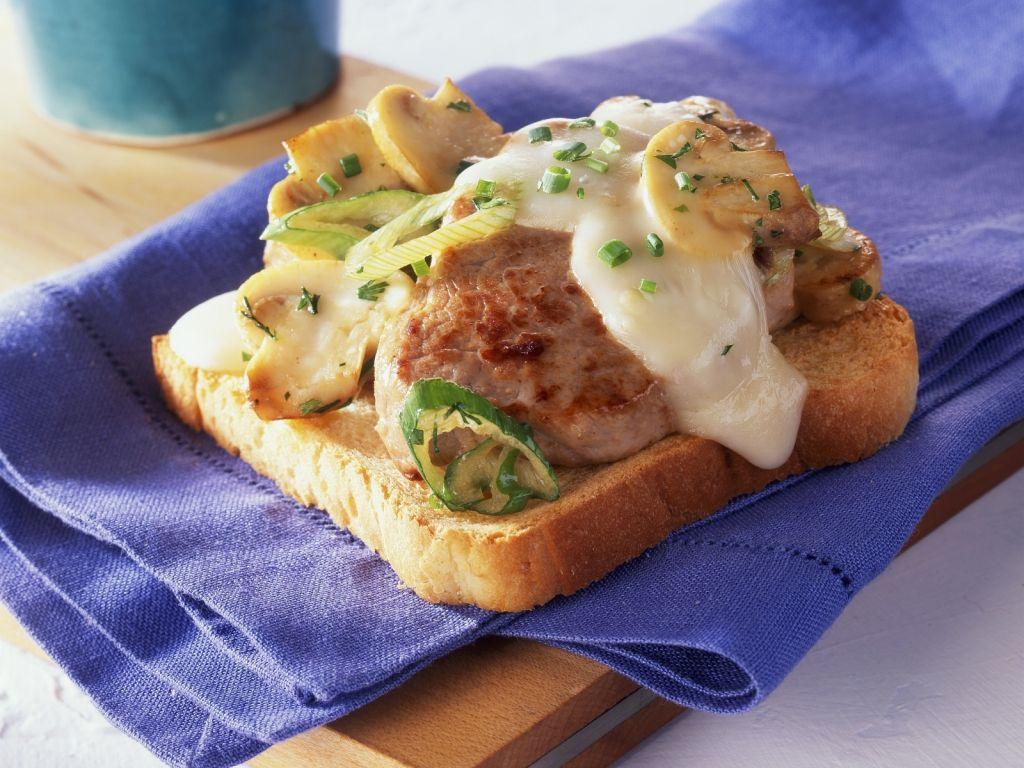 toast mit steak und champignons rezept eat smarter. Black Bedroom Furniture Sets. Home Design Ideas