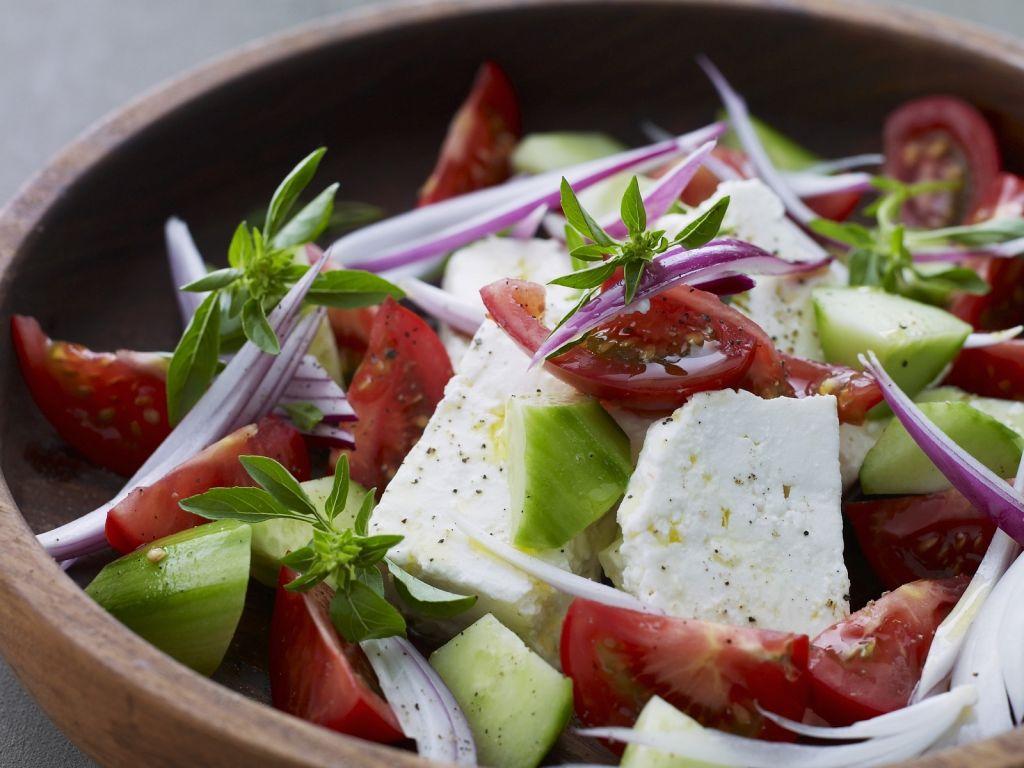tomaten schafsk se salat mit gurken rezept eat smarter. Black Bedroom Furniture Sets. Home Design Ideas