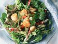 Blattsalat mit gebratenen Muscheln Rezept