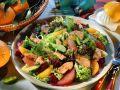 Blattsalat mit Orangendressing und Pute Rezept