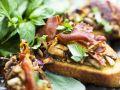 Crostini mit Pilzen und italienischem Schinken Rezept