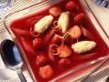 Erdbeer-Rhabarber-Kaltschale mit Grießklößchen Rezept