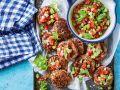 Frikadellen mit Sellerie-Tomaten-Salsa Rezept