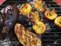Gegrillte Auberginen und Pfirsiche Rezept