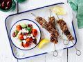 Griechische Fleischspieße mit Salat Rezept