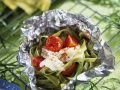 Grüne Nudeln mit Fisch und Tomaten Rezept
