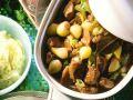 Gulasch mit Schalotten und Rosinen Rezept