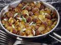 Hackbällchenpfanne mit Kartoffeln, Speck und Lauchzwiebeln Rezept
