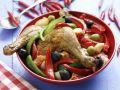 Hähnchenschlegel mit Paprika und Oliven Rezept