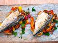 Makrelenfilets auf Paprika und Kapern mit Brot Rezept