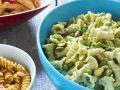 Nudelsalat mit Erbsen und Pistazien Rezept