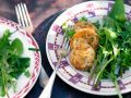 Panierter Ziegenkäse und wilder Salat Rezept