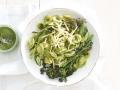 Pasta mit Brokkoli und Petersilien-Walnuss-Pesto Rezept