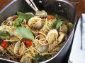 Pasta mit Venusmuscheln und Basilikum Rezept