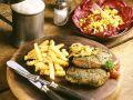 Rinderhüftsteaks mit Pommes frites und Salat Rezept