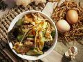 Rindfleisch mit Ei und Pilzen auf chinesische Art Rezept