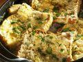 Rustikale Suppe mit Käsebrot Rezept