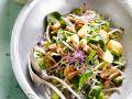 Salat mit Saubohnen, Sprossen und Hähnchen Rezept