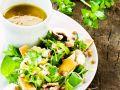 Salat mit Wildkräutern, Linsensprossen und Sherry-Vinaigrette Rezept