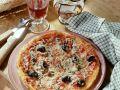 Sardellen-Pizza mit Oliven Rezept