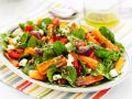 Spinatsalat mit Möhren, Zwiebeln und Feta Rezept