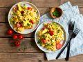 Tomaten-Rührei mit Avocado und Käse Rezept