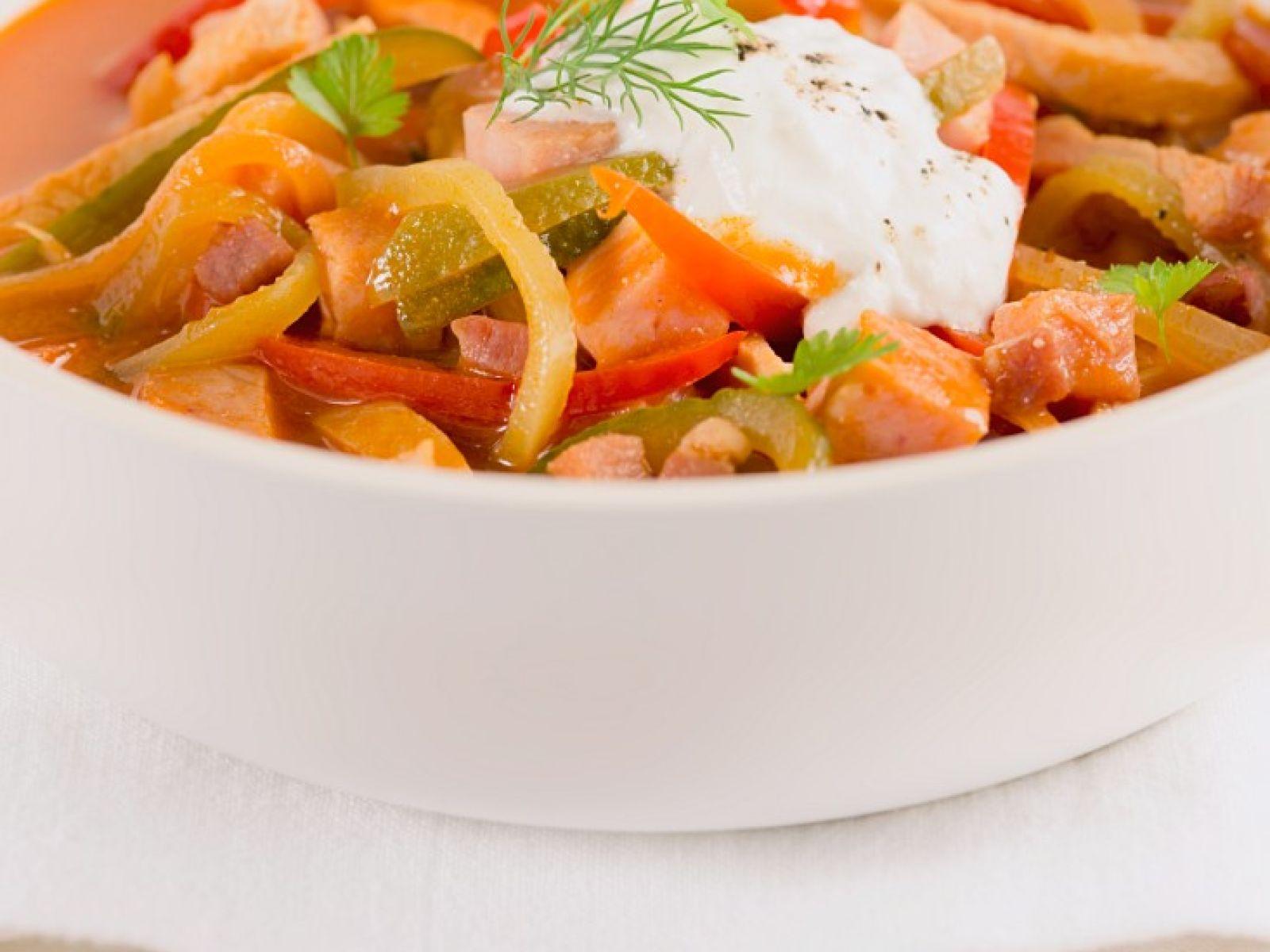 Russischer Fleisch Gemüse Eintopf Soljanka