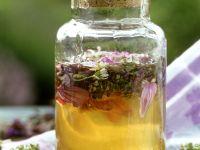 Akazienhonig mit Essblüten Rezept