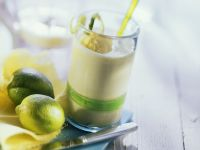 Ananas-Kefir-Drink mit Mangoeis