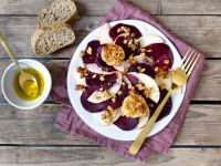 Apfel-Bete-Carpaccio mit Ziegenkäse und Honig-Dinkel-Crunch Rezept