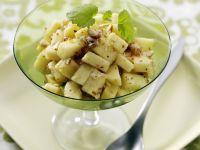 Apfel-Haselnuss-Salat mit Ahornsirup Rezept