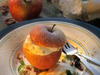Apfel mit Nussquark gefüllt