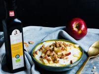 Apfel-Quark-Bowl mit Leinöl und Walnüssen