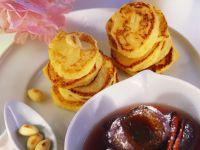 Apfelküchlein mit Mandelblättchen und Zwetschgenkompott Rezept