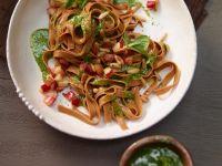 Apfelpasta mit Pesto aus Feldsalat Rezept