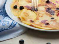 Apfelpfannkuchen mit Heidelbeeren Rezept
