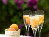 Aprikosen-Sekt mit Holunder Rezept