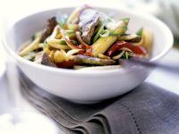 Asia-Nudeln mit Rind und Gemüse Rezept
