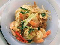 Asiatische Nudeln mit Gemüse und Krabben Rezept
