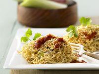 Asiatische Nudeln mit Hühnchen und Ingwer-Orangen-Soße Rezept