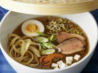 Asiatische Nudelsuppe mit Entenbrust und Ei Rezept