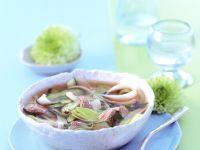 Asiatische Nudelsuppe mit Rinderfilet und Porree Rezept