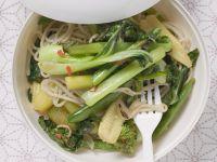 Asiatischer Nudeltopf mit Gemüse Rezept