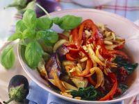 Auberginen-Paprika-Gemüse mit Pilzen, aus dem Wok Rezept