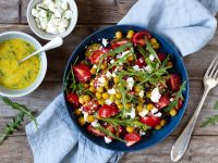 Auberginen-Tomaten-Salat mit Kichererbsen und Feta Rezept