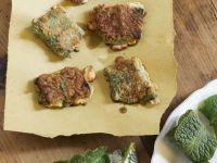 Ausgebackene Beinwell-Täschchen mit Frischkäsefüllung Rezept