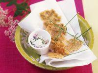 Ausgebackene Gierschblüten mit Kräuterquark Rezept