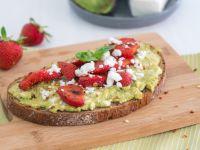 Avocado-Erdbeeren-Brot