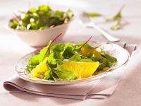 Baby-Mangoldsalat mit Pinienkernen und Orangen Rezept