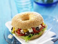 Bagel mit griechischen Salat Rezept